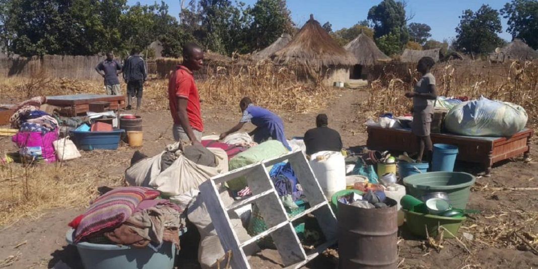 Zim: Evicted Zanu PF Supporters Stranded