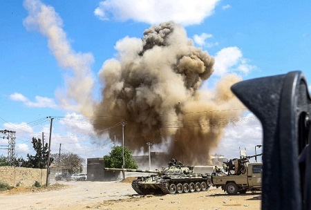 180481b09 Battles intensify around Libya capital as thousands displaced. UN reports  146 have been killed and between 8,000 and 9,500 are displaced.