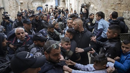 1e0434c8a The Palestinian family members had lived there since the 1960s. JERUSALEM/AL-QUDS—Israeli  police on Sunday evicted a Palestinian family from their home in ...